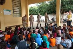 Na escola Municipal Cel. João Alves Lara, em Aparecida do Taboado, no Mato Grosso do Sul, os alunos aprenderam sobre prevenção de acidentes e conscientização no trânsito com o Corpo de Bombeiros da cidade.