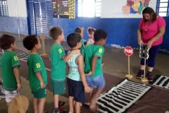 Em Brasilândia, os pequenos aprenderam sobre as sinalizações de trânsito, no Maio Amarelo