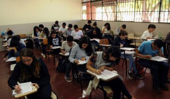 Ensino integral cai no fundamental e cresce no médio, mostra Censo
